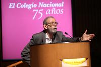 Dr. Francisco Bolívar Zapata durante la presentación en El Colegio Nacional del libro