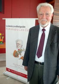 Luis Estrada Martínez, miembro de la Academia Mexicana de Ciencias, insistió que se debe promover la cultura científica mas allá de los niños y los universitarios, en todos los sectores.