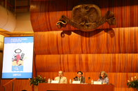 El secretario general de la Unión Internacional de Geodésica y Geofìsica, Alik Ismail-Zadeh, ofreció una conferencia en el simposio Análisis de Riesgos y Desastres en El Colegio Nacional, en el que participó Xyoli Pérez, del SSN, y el cual coordinó Jaime Urrutia Fucugauchi.