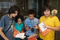 Los cuatro  jóvenes estudiantes mexicanos tras su registro en la 47 Olimpiada Internacional de Química