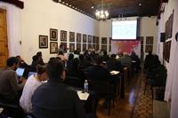 Participantes de Construyendo el futuro. Encuentros de ciencia, que organiza la Academia Mexicana de Ciencias, en el primer día de sesiones en el Salón de Ex rectores del Centro Cultural de la UMSNH, en Morelia, Michoacán.