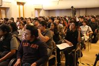 Atención e interés mostraron los estudiantes al escuchar al Premio Nobel de Física 1997.
