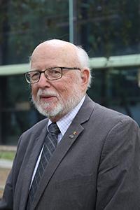 Samuel B. Trickey, profesor emérito de los Departamentos de Física y Química de la Universidad de Florida y miembro correspondiente de la Academia Mexicana de Ciencias, es un convencido de la necesidad de formar recursos humanos especializados en sistemas atómicos, moleculares y sólidos con múltiples métodos de estructura electrónica en todo el mundo.