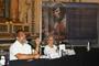 El presidente de la Academia Mexicana de Ciencias y la escritora, durante la presentación del libro Universo o Nada: Biografía del estrellero Guillermo Haro.