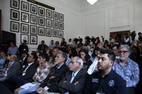 Público y representantes de los medios de comunicación asistentes a la rueda de prensa.