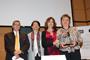 El doctor Armando Mansilla y las doctoras María Ester Brandan, Rosaura Ruiz con la hermana del investigador Luis Benítez Bribiesca, Blanca Alicia, fueron parte de la mesa de honor que inauguró el simposio