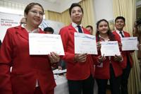Los alumnos Luis de la Luz Sánchez, Clarisa Zaragoza Mendoza y Luis Herrera Hernández,  equipo que obtuvo el segundo lugar.