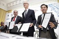 Roberto Ramírez de la Parra y Jaime Urrutia, en la firma del convenio en el que Conagua ratificó su apoyo a la organización del PNJA.