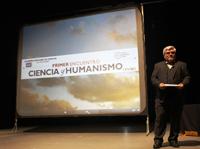 El encuentro muestra la riqueza de la Academia Mexicana de Ciencias, señalaron especialistas. En la imagen, el doctor  Gustavo López Castro, investigador del Colegio de Michoacán durante su presentación.