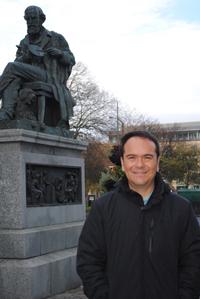 El especialista en cosmología clásica y cuántica Luis Arturo Ureña López, ganador del Premio de Investigación de la Academia Mexicana de Ciencias en el área de ciencias exactas, correspondiente al 2014.