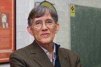 El biólogo evolucionista Antonio Lazcano Araujo, miembro de la Academia Mexicana de Ciencias, compartió una serie de vivencias personales y de investigación científica con Francis Crick, uno de los dos descubridores de la estructura del DNA.