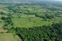 La fragmentación del paisaje ocurre cuando un hábitat, inicialmente continuo, es dividido en porciones de menor tamaño, un ejemplo se presenta cuando las áreas boscosas son convertidas en plantaciones, cultivos o zonas de pastoreo; entre los efectos de esta actividad está el  aislamiento de la fauna nativa.