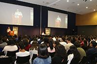Cerca de 300 estudiantes de nivel licenciatura de diversas universidades del país convivieron este miércoles 25 de julio durante un encuentro organizado por la Academia Mexicana de Ciencias como parte de su estancia en el marco del XXVIII Verano de la Investigación Científica.
