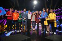 Integrantes del comité académico  y organizador de la Olimpiada Mexicana de Historia y estudiantes finalistas en la premiación del certamen.