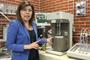 La doctora Isis Romero Ibarra, una de las ganadoras de la Beca L'Oréal- UNESCO-AMC, en su laboratorio del Instituto de Investigaciones en Materiales de la UNAM.