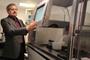 La parte central del Laboratorio Nacional de Canalopatías es un sistema automatizado de patch clamp, el cual permite acelerar los experimentos que normalmente llevarían tres meses a solo unas cuantas horas. El doctor Arturo Picones, responsable de la nueva instalación.