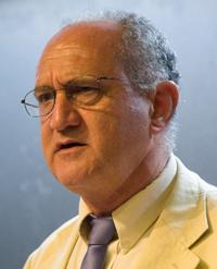En la imagen, el doctor José Antonio Seade Kuri, director del Instituto de Matemáticas de la UNAM, reconoce que la economía matemática es un área de estudio que no se ha desarrollado lo suficiente, campo de estudio en el que es experto el escocés James Mirrlees, Premio Nobel de Economía 1996, de visita en nuestro país