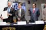 Los doctores Carlos Frenk Mora, nuevo miembro correspondiente de la Academia Mexicana de Ciencias (AMC); Jaime Urrutia, presidente de la AMC; José de Jesús González y Vladimir Ávila, director e investigador del Instituto de Astronomía de la UNAM, respectivamente.