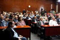 Integrantes de la Junta de Gobierno, autoridades universitarias, ex directores, académicos, alumnos y trabajadores del Instituto de Ciencias Nucleares en la ceremonia conmemorativa del 50 aniversario del ICN.