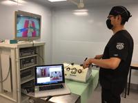 EndoViS incorpora las ventajas de la tecnología de análisis de movimiento con los beneficios de los simuladores laparoscópicos tradicionales, lo que permite un ambiente más realista. Este desarrollo tecnológico productor de la tesis de doctorado de Fernando Pérez Escamirosa, distinguida con el Premio Weizmann 2016.