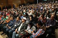 Alumnos y profesores reunidos en el  auditorio del Museo de la Ciencias Universum esperan atentos los resultados del XXVI Concurso Nacional de Aparatos y Experimentos de Física.