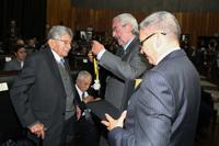 El doctor Luis Felipe Bojalil fue reconocido con la medalla