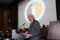 El doctor Enrique Graue, presidente de la Academia Nacional de Medicina, durante la ceremonia de clausura del CLII Año Académico.