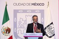 Doctor Moisés Selman Lama, ganador del Premio Heberto Castillo 2016, en el patio central del Edificio Virreinal del Antiguo Palacio del Ayuntamiento.