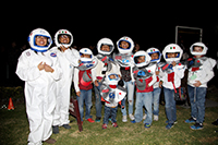 Una de las actividades más solicitadas en la Noche de las Estrellas en el Planetario Luis Enrique Erro del IPN fue la caminata espacial, donde los participantes, vestidos de astronautas, aprendieron sobre las primeras misiones espaciales y la importancia que han tenido para el desarrollo de la humanidad.
