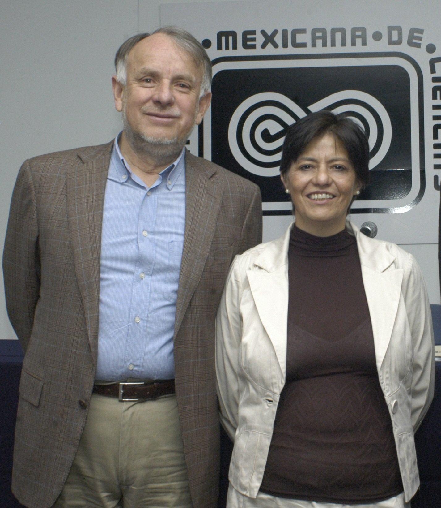 El Dr. Arturo Menchaca Rocha y la Dra. Blanca Jiménez Cisneros.