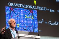"El Premio Nobel de Física 2004, David Gross, impartió la conferencia plenaria One Hundred Years of General Relativity - The Enduring Legacy of Albert Einstein""."