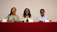 Integrantes del comité académico de la Olimpiada Mexicana de Historia. Valeria Sánchez Michel (centro), coordinadora nacional del concurso; Clementina Battcock y Erik Velázuqez García.