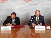 Signan convenio de colaboración mutua entre El Colegio Nacional, el presidente en turno José Ramón Cossío, y el secretario de Investigación, Innovación y Educación Superior de Yucatán, Raúl Humberto Godoy Montañez.
