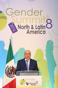 Doctor Enrique Cabrero, director general del Consejo Nacional de Ciencia y Tecnología (Conacyt).