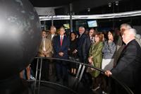 Los invitados a la apertura de la exposición permanente Agua, elemento de la vida, pudieron observar en la sala de exposición el simulador esférico de 360°, en el que se representan diferentes fenómenos meteorológicos que suceden en la Tierra.