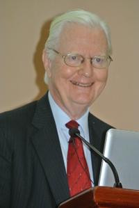 El profesor James Mirrlees, de la Chinese University of Hong Kong, ofreció tres conferencias en la Universidad Nacional Autónoma de México.