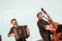 Presentación de la banda La Gapette, como parte del programa artístico que se desarrolla de manera paralela a la actividad académica en la en ciudad de Lindau
