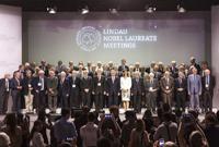 Aspecto de la inauguración de la 65ª Reunión Lindau de Premios Nobel con algunos de los laureados de la prestigiada distinción. Al centro, Bettina Bernadotte, presidenta del Consejo para los Encuentros de Premios Nobel de Lindau; a su derecha Joachim Gauck, presidente de la República Federal de Alemania