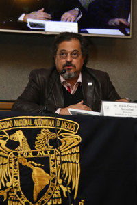 Jesús González González, director del Instituto de Astronomía, durante la presentación del nuevo telescopio DDOTI.