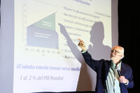 El Premio Nobel de Química 1995, Mario Molina, explica las implicaciones de llegar a 2°C en la temperatura de la Tierra y sus efectos.