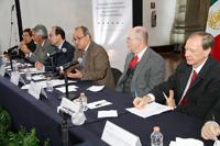 La Ciencia en tu Escuela es un programa de la AMC considerado de formación continua para profesores de educación básica, el cual dirige el doctor Carlos Bosch Giral  (primero de derecha a izquierda).