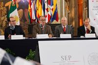 Parte de los integrantes del presídium en la  presentación de la Evaluación de Avances de la Formación Continua para Docentes de Educación Continua de la SEP.
