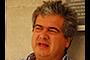 El físico teórico colombiano Roberto Enrique Martínez Martínez, miembro correspondiente de la Academia Mexicana de Ciencias, colabora de manera estrecha con investigadores mexicanos desde hace 25 años convencido de que el trabajo en grupo tiene entre sus beneficios impulsar la física en Latinoamérica.