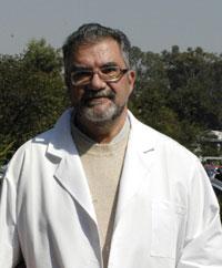 El doctor Moisés Selman Lama será reconocido hoy con el Premio Heberto Castillo de la Ciudad de México 2016. Por una Ciudad ConCiencia, en el Antiguo Palacio del Ayuntamiento, Centro Histórico.