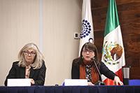 María del Carmen de la Peza Casares,directora adjunta de Desarrollo Científico y María Elena Álvarez-Buylla, directora general del Conacyt.