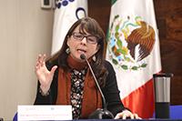 La directora general del Consejo Nacional de Ciencia y Tecnología (Conacyt), María Elena Álvarez-Buylla Roces, ofrece una serie de anuncios durante la rueda de prensa celebrada hoy en el auditorio Eugenio Méndez Docurro.