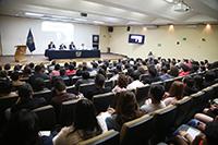 """El auditorio Dr. Jorge Carpizo, de la Coordinación de Humanidades de la UNAM, lució un lleno total durante la conferencia magistral  """"La corrupción del Estado en América Latina"""", que dictó el sociólogo Manuel Castells, catedrático emérito de la Universidad de California, Berkeley y miembro correspondiente de la Academia Mexicana de Ciencias."""