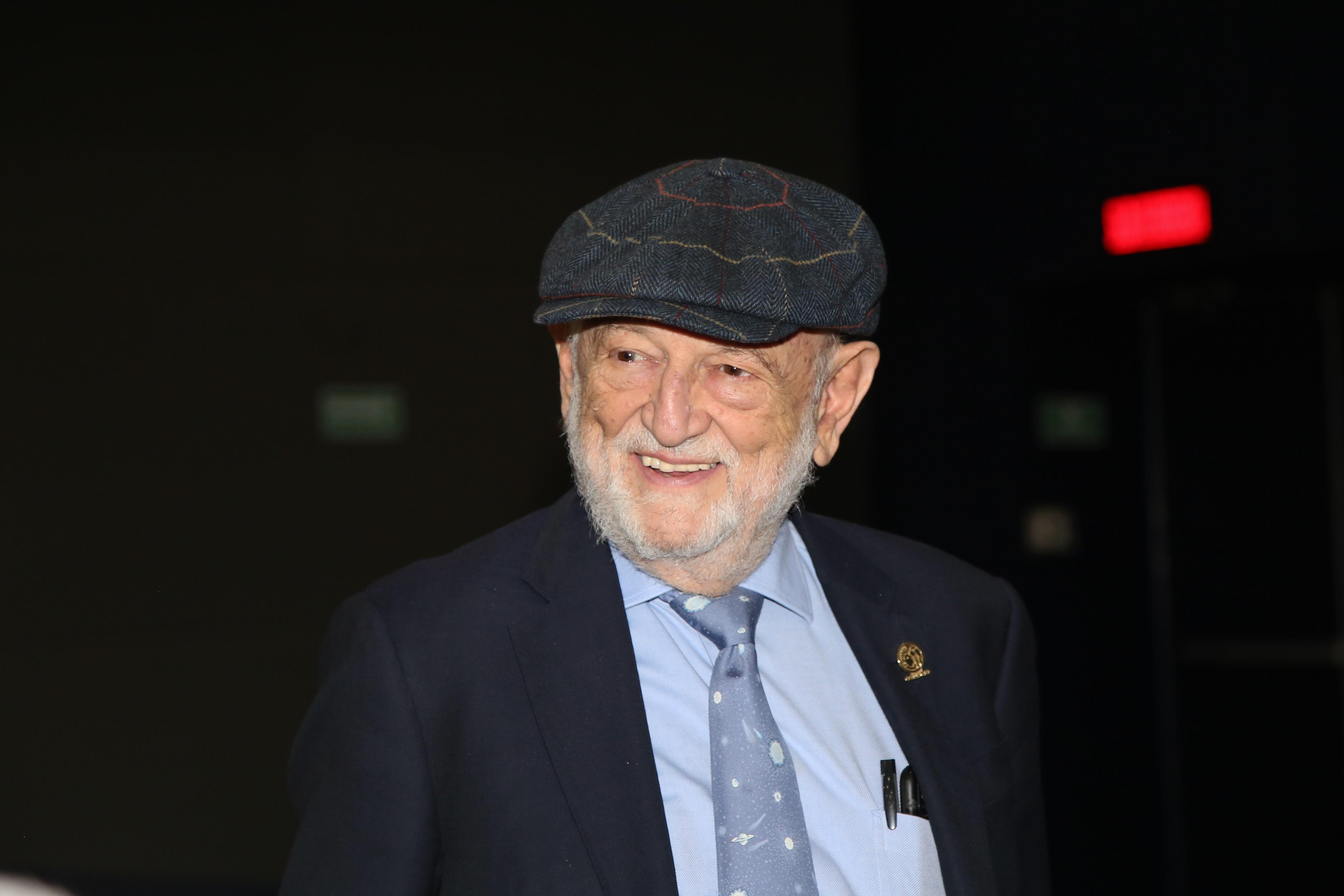 José Sarukhán Kermez, ex presidente de la AMC, investigador emérito del Instituto de Ecología de la UNAM, miembro de El Colegio Nacional y coordinador nacional de la Conabio.