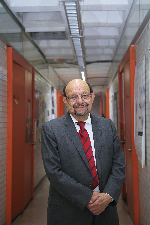Jorge Flores Valdés, investigador emérito del Instituto de Física de la Universidad Nacional Autónoma de México.