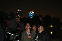 La observación astronómica es una de las actividades que más atrae la atención del público en la Noche de las Estrellas.